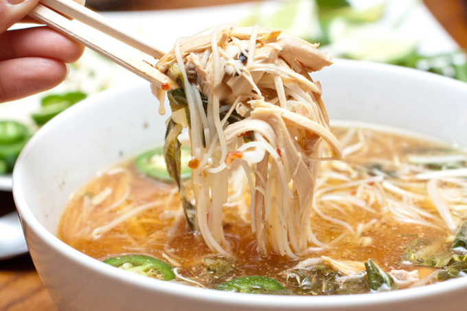 Slow Cooked Food Rocks: Crock pot Chicken Phở