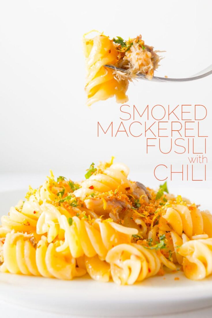 Simple, fast, frugal and packed full of flavour, this Smoked Mackerel Pasta With Chili is a delight that deserves a place at any table, with a naughty crunchy garlicky topping. #fishpastarecipes #simplepastarecipes