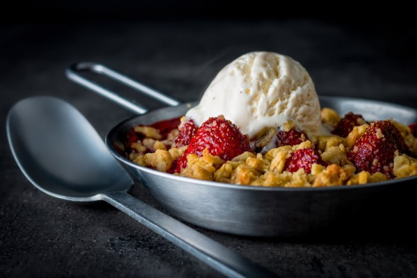 Balsamic vinegar really does make the flavour of strawberries pop and so this balsamic strawberry crumble is a strawberry delight, try it, seriously!