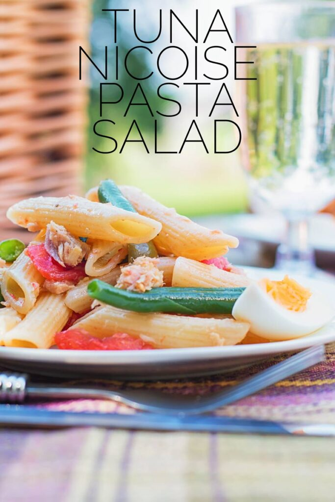 The classic(ish) flavours of Nicoise feature in this tuna pasta salad that is perfect for packing up in a picnic basket and eating in the sun! #nicoisesaladrecipe #tunasaladrecipewithegg