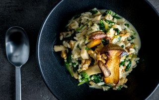 There is just something about risotto that is comforting, this spinach, mushroom and walnut risotto plays with autumnal flavours for the win!