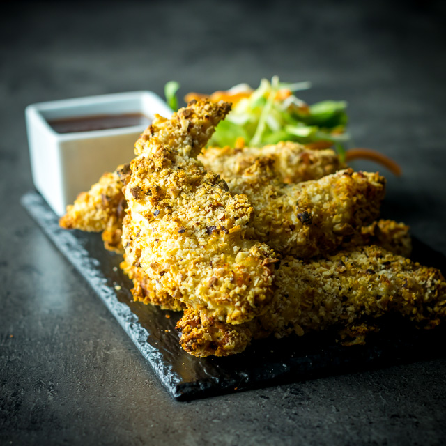 These Baked Hazelnut Chicken Tenders come bundled with a Spicy Dipping Sauce and can be munched on just 25 minutes after opening your cupboard!
