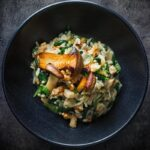 There is just something about risotto that is comforting, this walnut, mushroom and spinach risotto plays with autumnal flavours for the win! #vegetarianmeals #italianrisotto