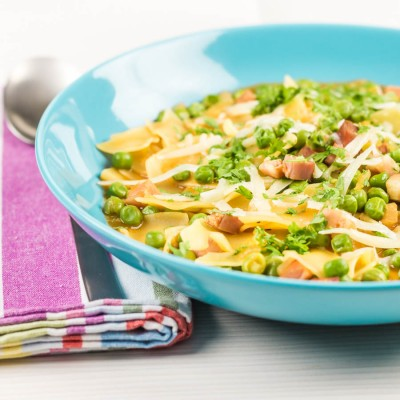 Adding pasta to a soup is a long held way of adding bulk to simple flavours and this pea, bacon and pasta soup embraces that idea to create satisfyingly simple but filling dish for early spring!
