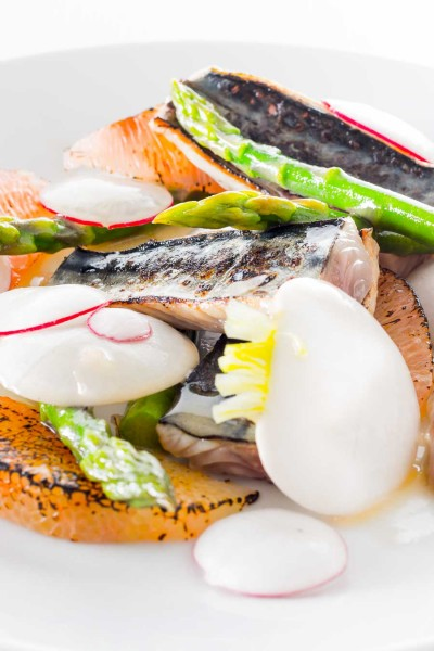Cured Mackerel Fillet is teamed up with some honey pomelo and some asparagus in this delightful spring dish using a fun 'cooking' implement!