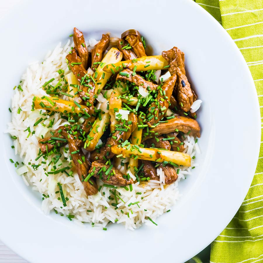 Beef with oyster sauce is an ever-green takeaway favourite, my fakeaway version is ready in just 20 minutes and features wonderful white asparagus!