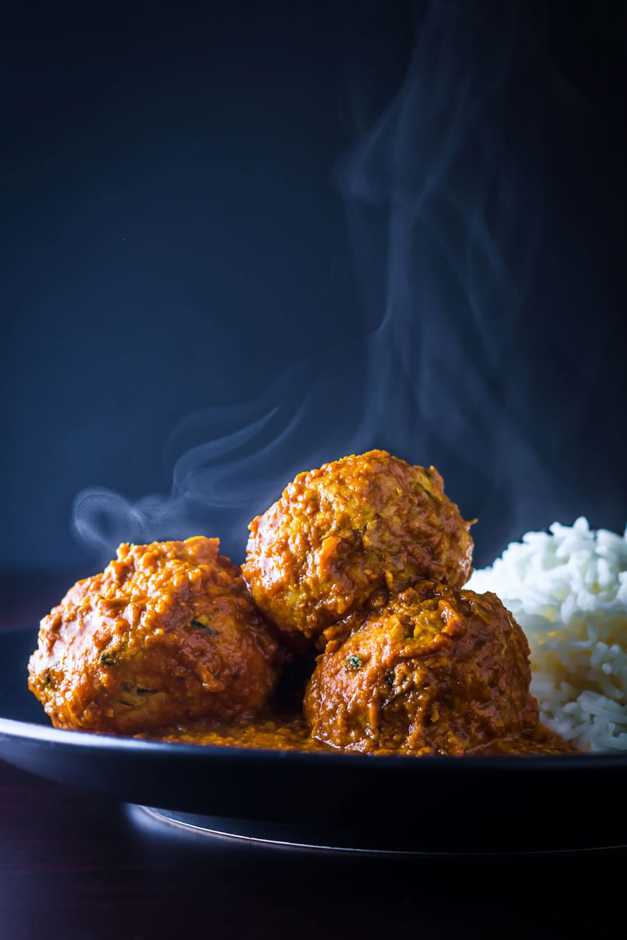 Chicken Kofta Masala, soft Indian chicken meatballs poached in a hot and spicy yet aromatic Indian gravy, fakeaway heaven.