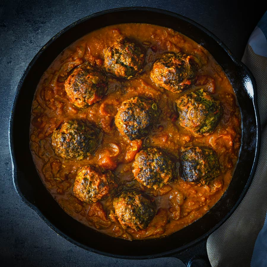 These glorious Indian inspired venison meatballs are served with a masala style sauce and all cokked up in a single skillet. Get your naan breads ready!