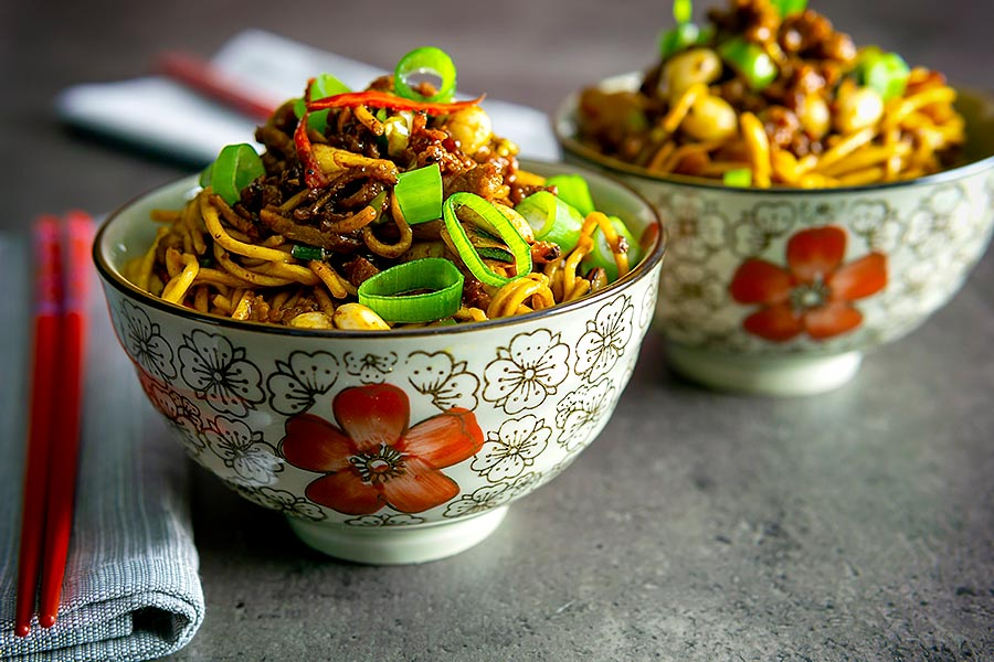 Dan Dan noodles are a spicy noodle dish traditionally featuring ground pork of the much loved Sichuan cuisine, a perfect midweek fakeaway.