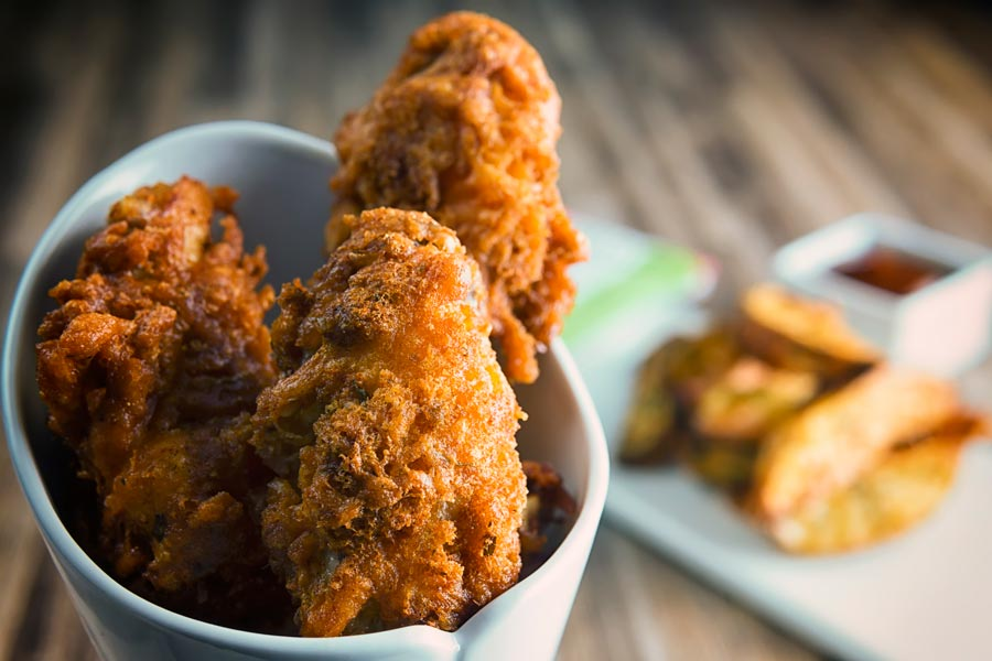 When it comes to finger food fried chicken wings are hard to beat, these come wrapped in the crispiest of crispy coatings with a healthy bit of spice!