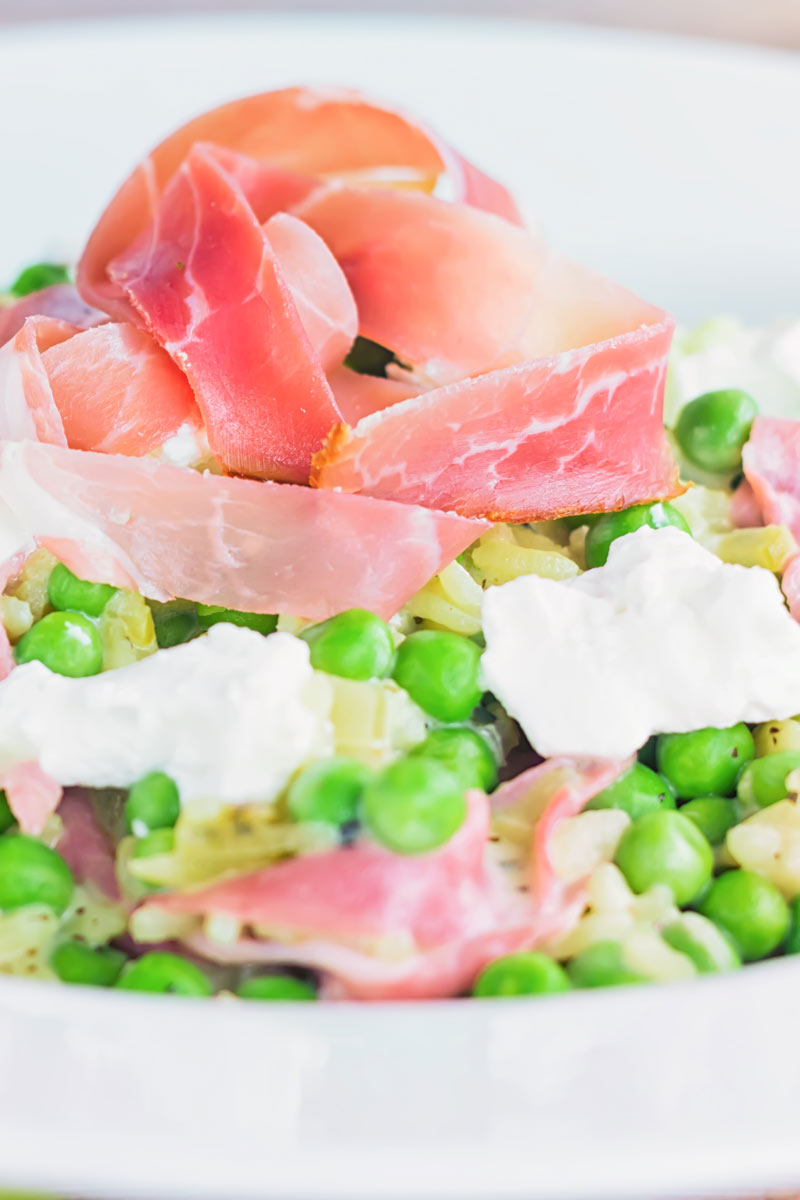 Few flavours work as well together as pea and ham and this pea and ham risotto with goats cheese adds another dimension to that perfect couple!