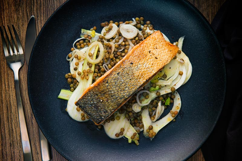 A perfectly pan fried salmon fillet is served on a puy lentil and pickled fennel salad for a perfect mid-week dinner. Why is it a perfect mid-week dinner? Because it is all done in 30 minutes, including the pickling!