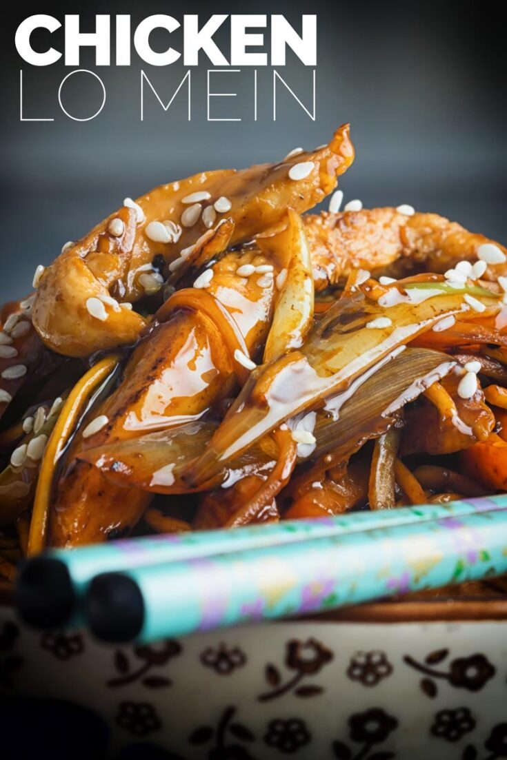 Chicken Lo Mein is a perennial takeaway favourite, my fakeaway version is fit for eating well before the delivery guy can get to you, in less than 30mins that is! #easyChickenLoMein #stirfryrecipes