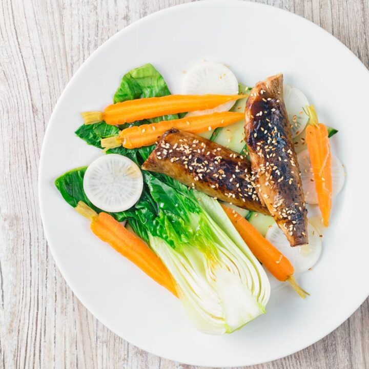 Smoked Mackerel is one of my favourite products, cheap, full of great flavour and a long shelf life. This smoked mackerel salad features smoked mackerel fillets coated with a teriyaki sauce and then broiled and is served with a simple quick salad!