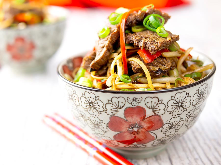 Beef Stir Fry With Noodles Spicy Quick Krumpli