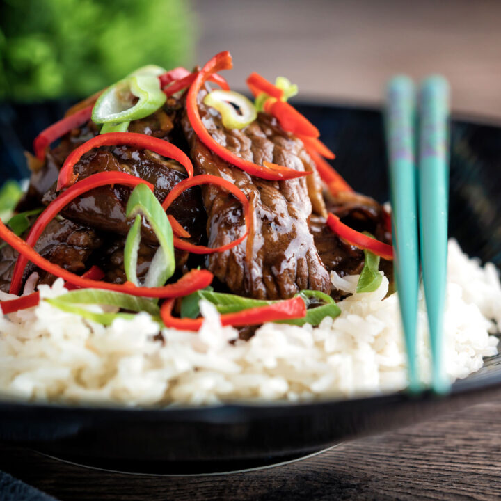 Beef in oyster sauce Chinese takeaway stir fry served with rice & shredded chilli.